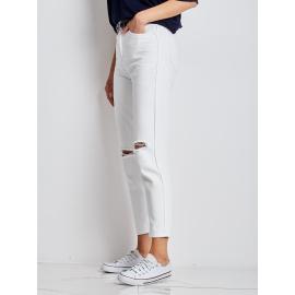 Białe spodnie mom jeans